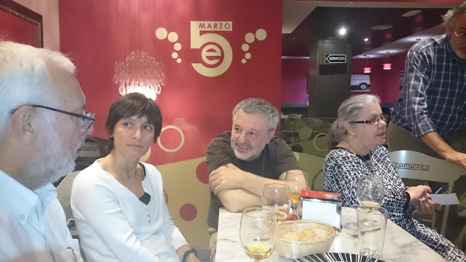 José Ramón Sanchís, Mª José Rodríguez, Juanjo Sánchez, Yolanda Fdez. Barredo y Bernabé Moya departiendo