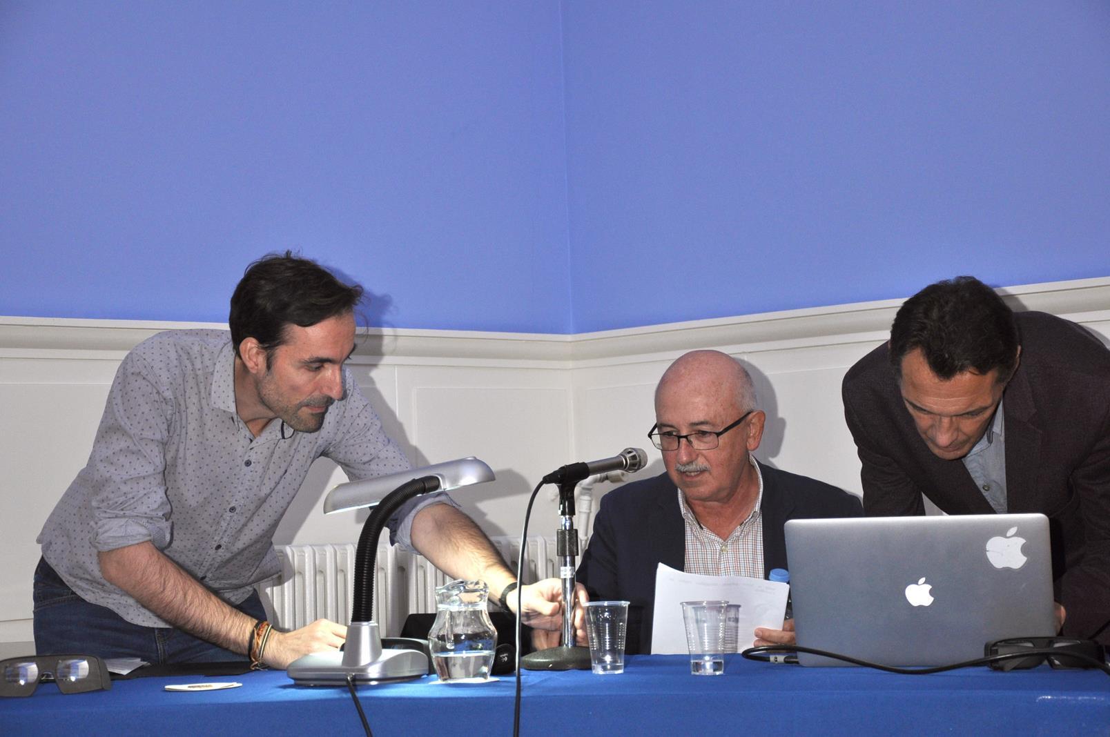 Francisco Javier Lázaro, Secretario de las Jornadas, y Denis Pellerín con José Antonio Torcida. 23/10/19